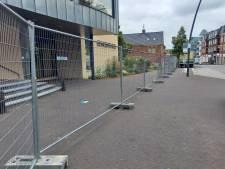 Winkeliers laaiend: deel centrum Groesbeek  afgesloten met hekken wegens kermis
