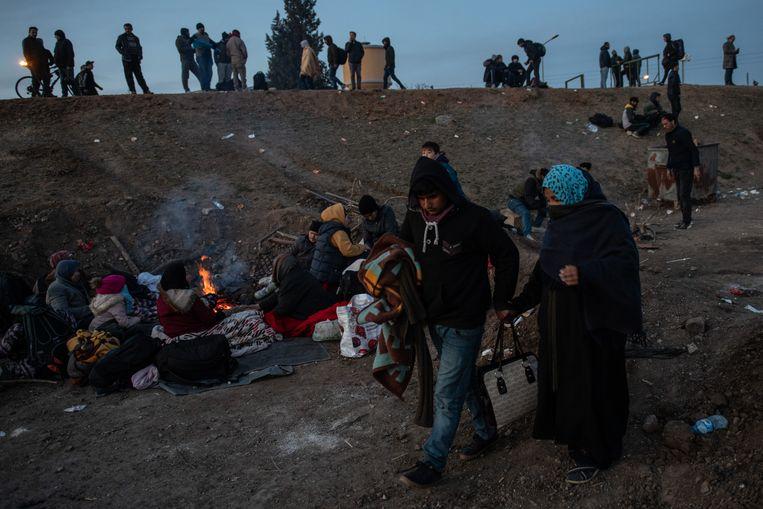 Onder meer deze mensen besloten hun kans te wagen aan de Griekse grens nadat Turks president Erdogan verklaarde dat hij migranten die naar Europa willen niet zal stoppen. Beeld Getty Images