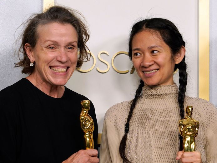 Frances McDormand en Chloe Zhao van Nomadland