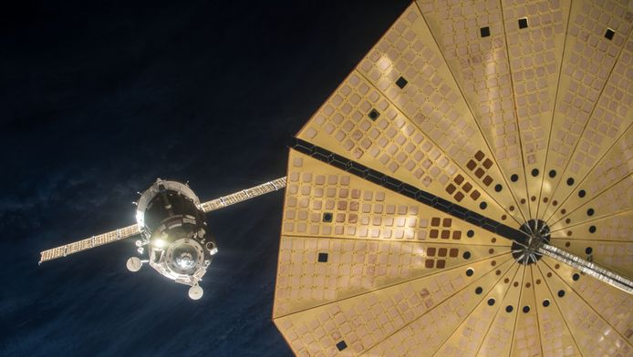 De Sojoez-capsule aan het ruimtestation ISS.