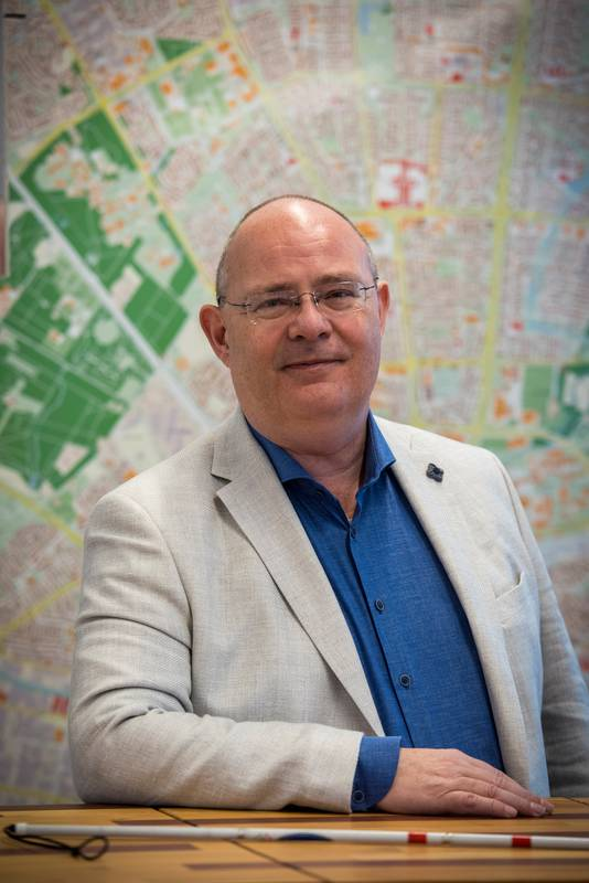 EINDHOVEN ED2020-3103 Eindhovense wethouder *Marcel Oosterveer* over zijn sterk afnemend gezichtsvermogen