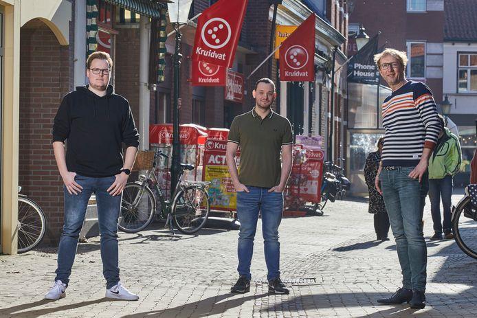 De bedenkers en makers van shoprooster.nl, een onlinetool voor het maken van winkelafspraken in coronatijd. Van links naar rechts: Maikel Klein Severt, Maurice van Dijk (beide van MMProjects.nl) en Bas Scholte in 't Hoff (Home of Happy Brands).