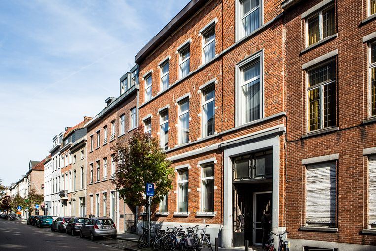 De Leuvense Bogaardenstraat. Tegen verhuurder van studentenkamers Appeltans lopen dossiers over brandveiligheid, woonkwaliteit en bouwovertredingen. Beeld thomas legreve