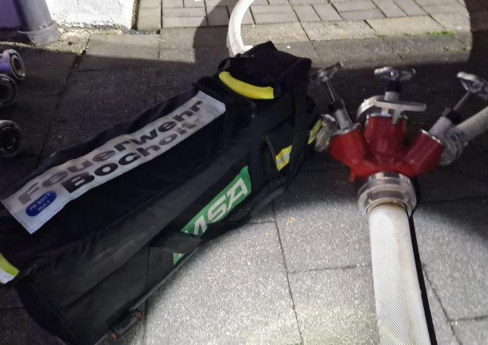 De brandweer van Bocholt ging de strijd met het vuur aan in de kelders van twee woningen.