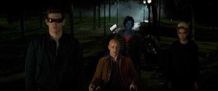Cyclops (Tye Sheridan), Charles Xavier (James McAvoy), Nightcrawler (Kodi Smit-McPhee) en Storm (Alexandra Shipp). Beeld 20th Century Fox