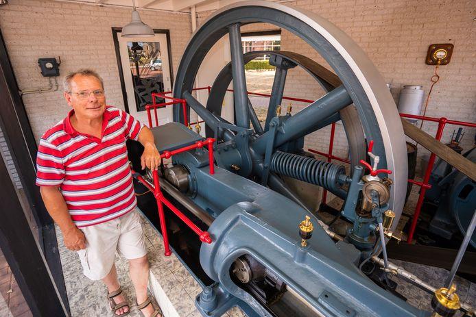 Eerste kuierrroute: toeristen en andere belangstellenden lopen wandelroute door Beltrum, gids Martin Bouwmeesters vertelt over historie onderweg.