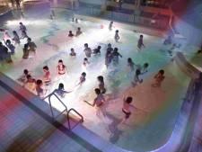 Zwembaden dreigen kopje onder te gaan door corona, maar Woerden steekt reddende hand toe
