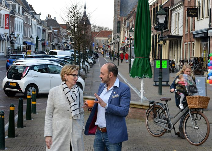 Jeannette Verplancke en Giuseppe van der Helm, ontevreden bewoners van de Voorstraat.