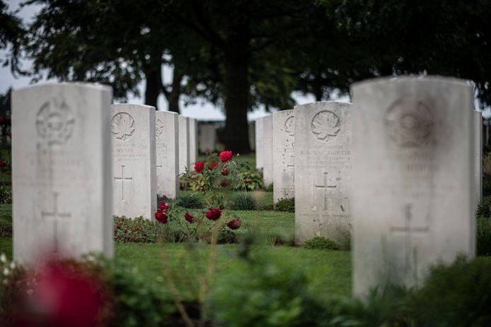 Een van de vele gedenkplekken in de regio, de Canadese Begraafplaats in Groesbeek, waar 2619 gesneuvelde militairen begraven liggen.