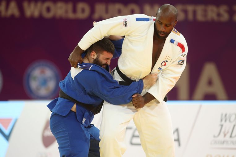 Fransman Teddy Riner (wit) tegen de Russische Inal Tasoev tijdens de World Judo Masters finale. Beeld AFP