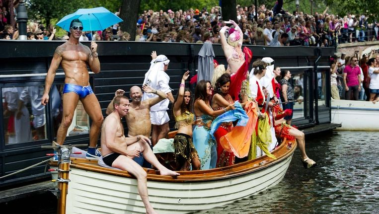 Een bootje tijdens de Gay Pride van 2011 in Amsterdam. Beeld anp