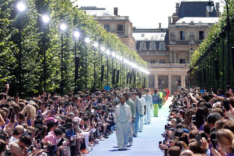 De show van Louis Vuitton, de mannencollectie voor voorjaar en zomer 2019, ontworpen door Virgil Abloh. Beeld REUTERS