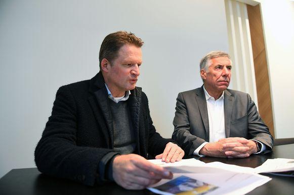 Erik Van Hoof van Resiterra en Carl Devlies (CD&V) tijdens een persconferentie over de afbraak van het Sint-Pietersziekenhuis. Over die afbraak was gelukkig geen discussie.