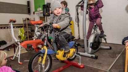 FOTOREEKS. Freinetschool fietst op rollen voor nieuw computerpark