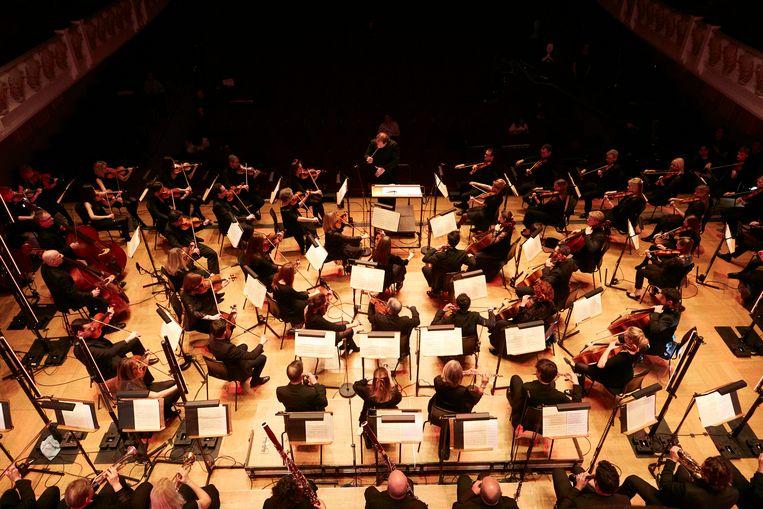 Het English Session Orchestra brengt de voor het eerst vervolledigde achtste symfonie van Schubert in de Londense Cadogan Hall.  Beeld rv/THEO COHEN