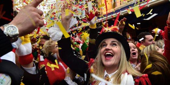 Oeteldonk viert carnaval volgens strikte regels:  'Een banaan staat binnen een minuut weer buiten'