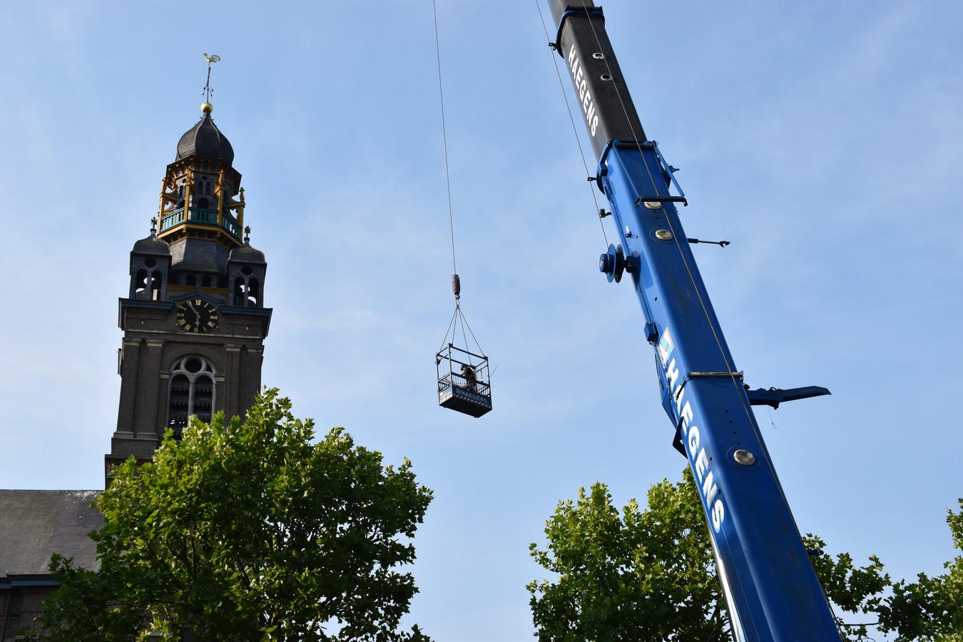 Het grote carillon speelt straks meer dan honderd liedjes.