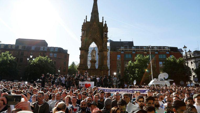 In Manchester wordt een wake voor slachtoffers van de aanslag gehouden. Beeld reuters