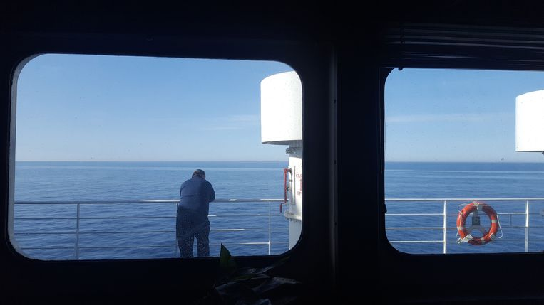 Tijdens de tweedaagse boottocht van Georgië naar Oekraïne blijft het dek leeg. Medereizigers trekken zich terug in hun hutten of drinken in de bar. Beeld Tom Vennink