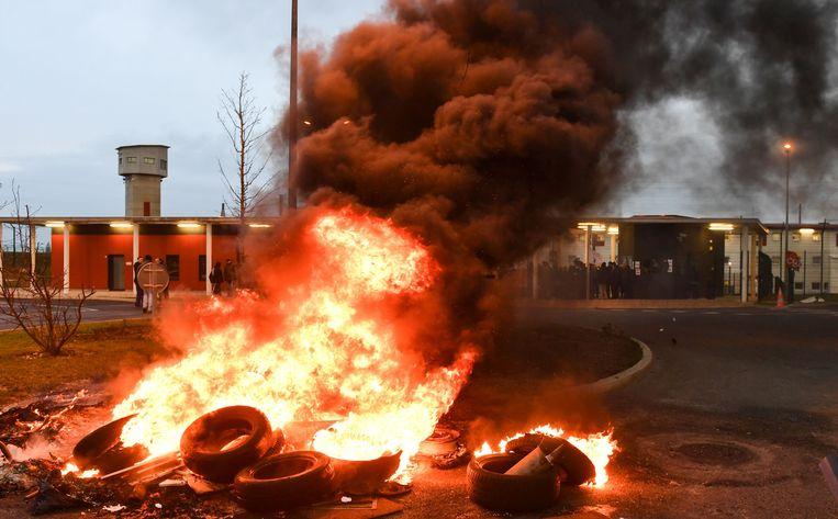 Beeld van de actie van cipiers aan Vendin-le-Vieil. Beeld AFP