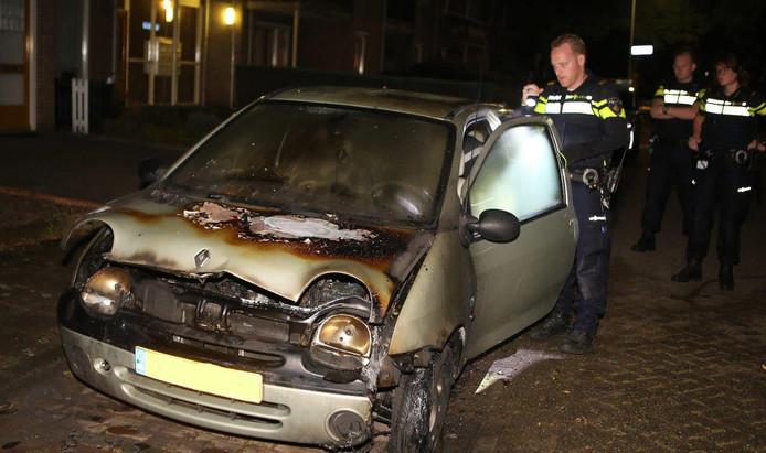 De uitgebrande auto in Rosmalen.