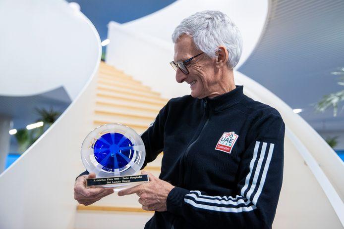 Allan Peiper, trots met zijn trofee.