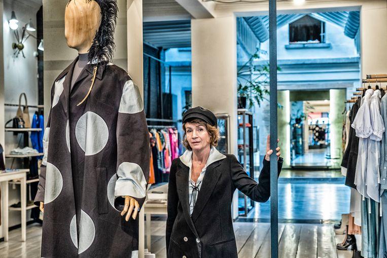 Sonja Noël baat Stijl uit, waar ze onder meer ontwerpen van Dries Van Noten en Ann Demeulemeester verkoopt. 'Die Dansaert-Vlaming heeft nooit bestaan.' Beeld Tim Dirven