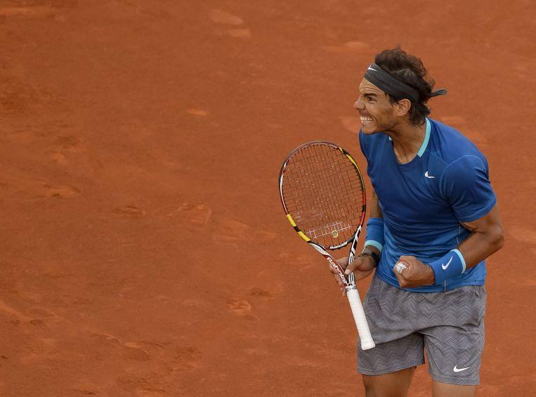 De Spaanse toptennisser Rafael Nadal is blij met een punt bij het ATP-toernooi van Madrid. Beeld afp