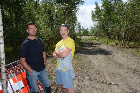 Walter Maebe en Stijn Stappaerts op de plek waar de controle plaats vond. Achter hen de afsluiting van het natuurgebied De Haasop.