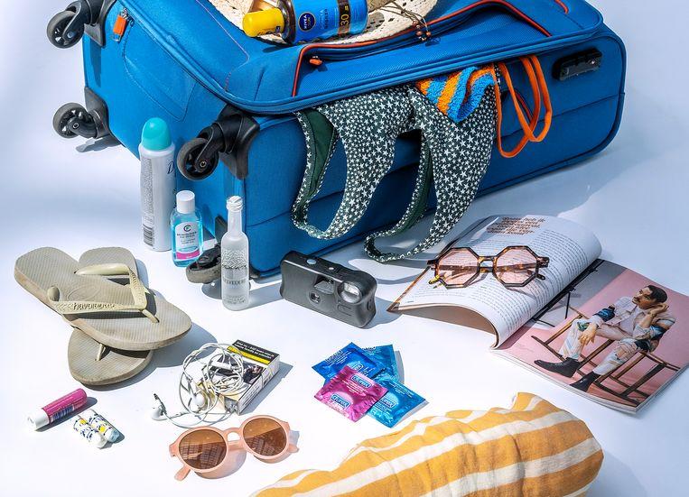 Een koffer vol vakantiespullen.  Beeld Patrick Post