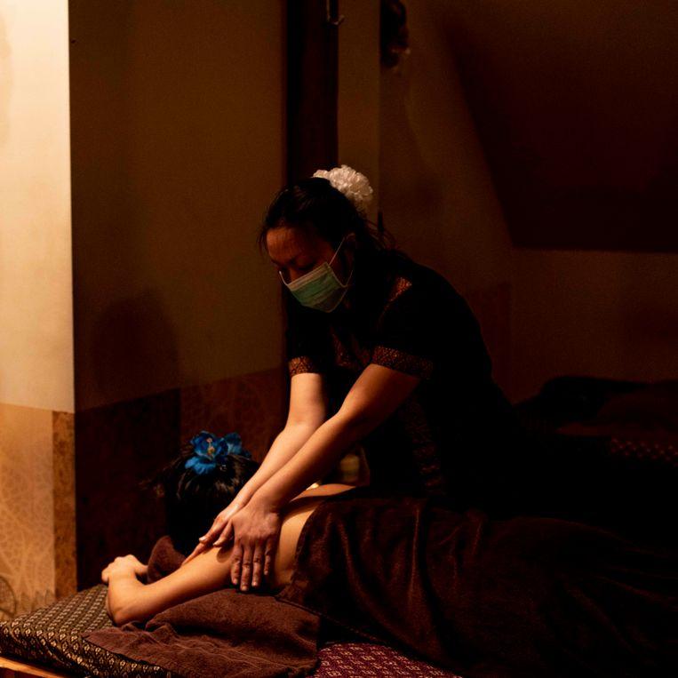 Massagesalon Nara Wellness in de Kinkerstraat. Beeld Lin Woldendorp