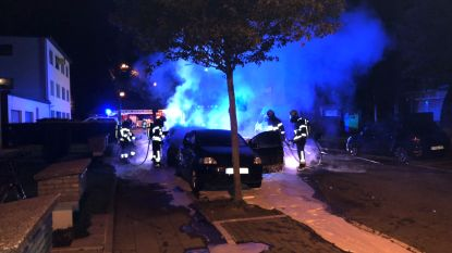 Geparkeerde auto in brand gestoken in Kontich, tweede voertuig beschadigd