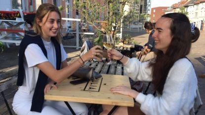 """Onze reporters tussen de cafégangers in Leuven, Antwerpen en Gent: """"Je moet er het maximale uithalen tot 1 uur, dus ik geniet er extra van"""""""