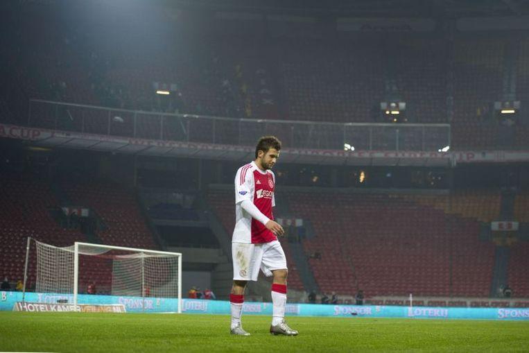 Miralem Sulejmani van Ajax verlaat als laatste het veld. Beeld