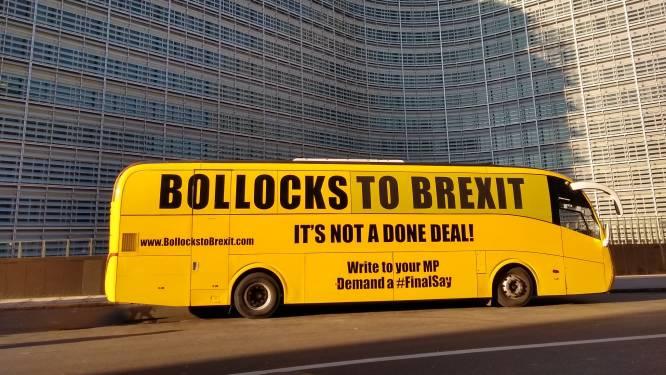 """""""Klotebrexit"""": tegenstanders brengen duidelijke boodschap over met knalgele bus in Brussel"""