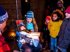 Echte baby maakt kerstverhaal in het Julianapark compleet