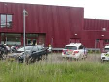 Politie treft bij inval bedrijf in Meppel materiaal voor hennepkwekerij aan