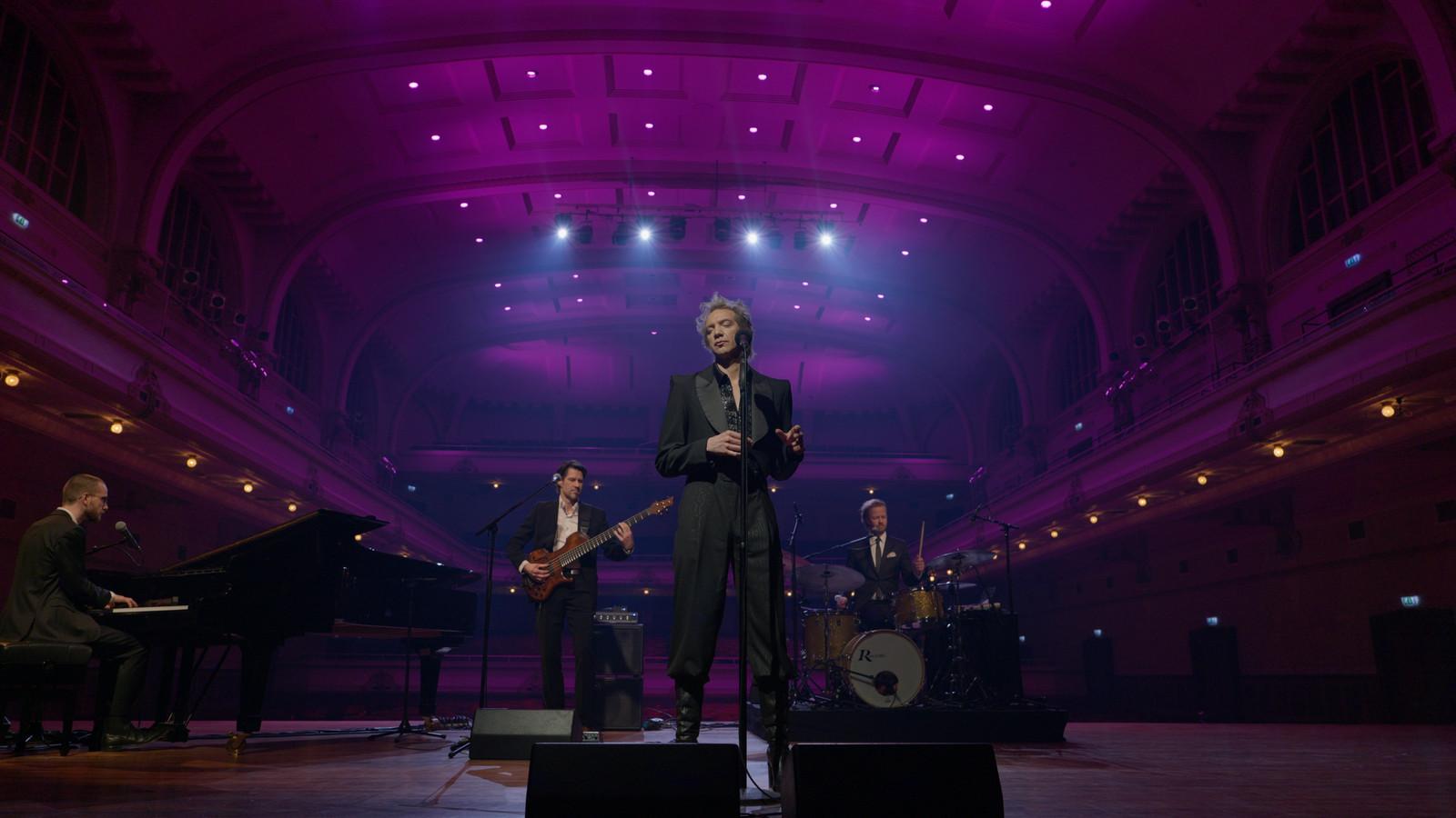 Sven Ratzke nam in De Vereeniging in Nijmegen het tv-programma 'Songs in a cabaret' op.