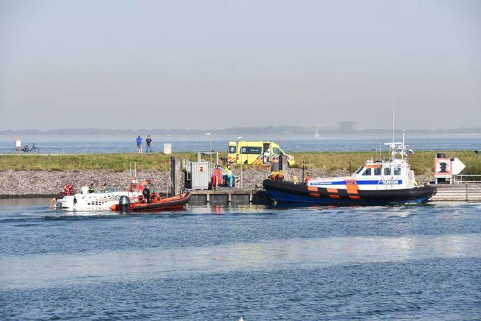 Het slachtoffer werd naar de haven van Wemeldinge gebracht.