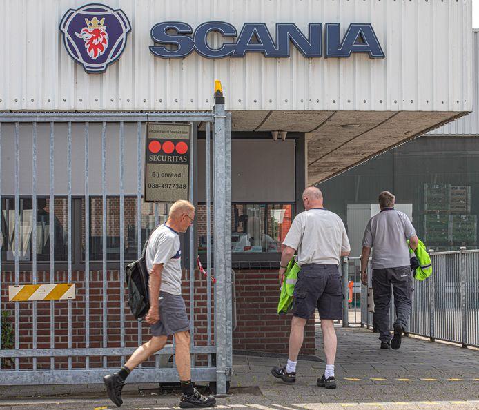 Bij Scania verdwijnen wereldwijd 5000 banen. Een deel van het personeel in Zwolle, de grootste fabriek, hoorde het nieuws via de krant.