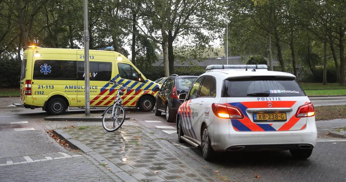 Fietser naar het ziekenhuis na aanrijding in Oss.