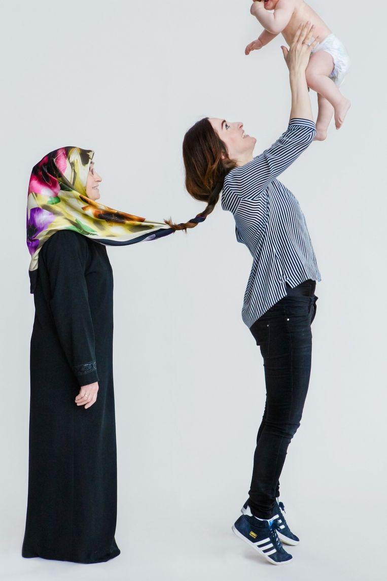 Toen Semra Çelebi (34) op kamers ging, deed ze haar hoofddoek af. Haar dochter Sofia (bijna 1) mag zichzelf zijn. Beeld Cigdem Yuksel