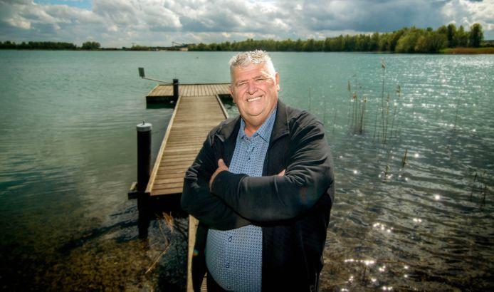 Ger van Hout op de plek waar hij vorig jaar juni in elkaar werd geslagen in de Uivermeertjes.