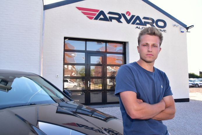 Arne Van Renterghem (24), zaakvoerder van autohandel Arvaro uit Kuurne.