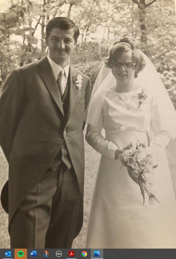 Tonnie Truijen en Rini Wijnen op hun trouwdag in 1971.