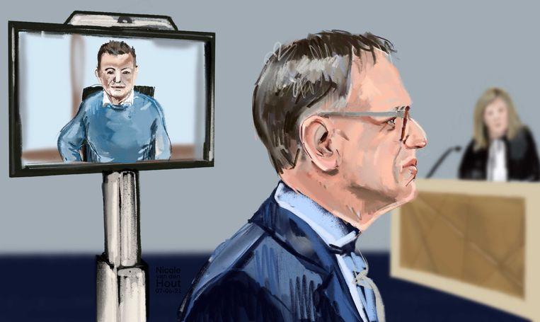 Rechtbanktekening met Wouter R. op een scherm naast burgemeester Christiaan van der Kamp van Bodegraven-Reeuwijk. De tekening werd gemaakt tijdens een eerdere zitting. Beeld Nicole van den Hout