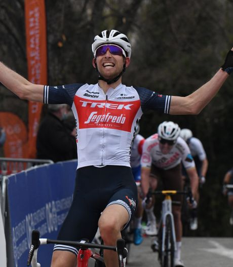 Mollema troeft Van Avermaet af in eerste rit Tour du Var: 'Ik kende deze klim goed'