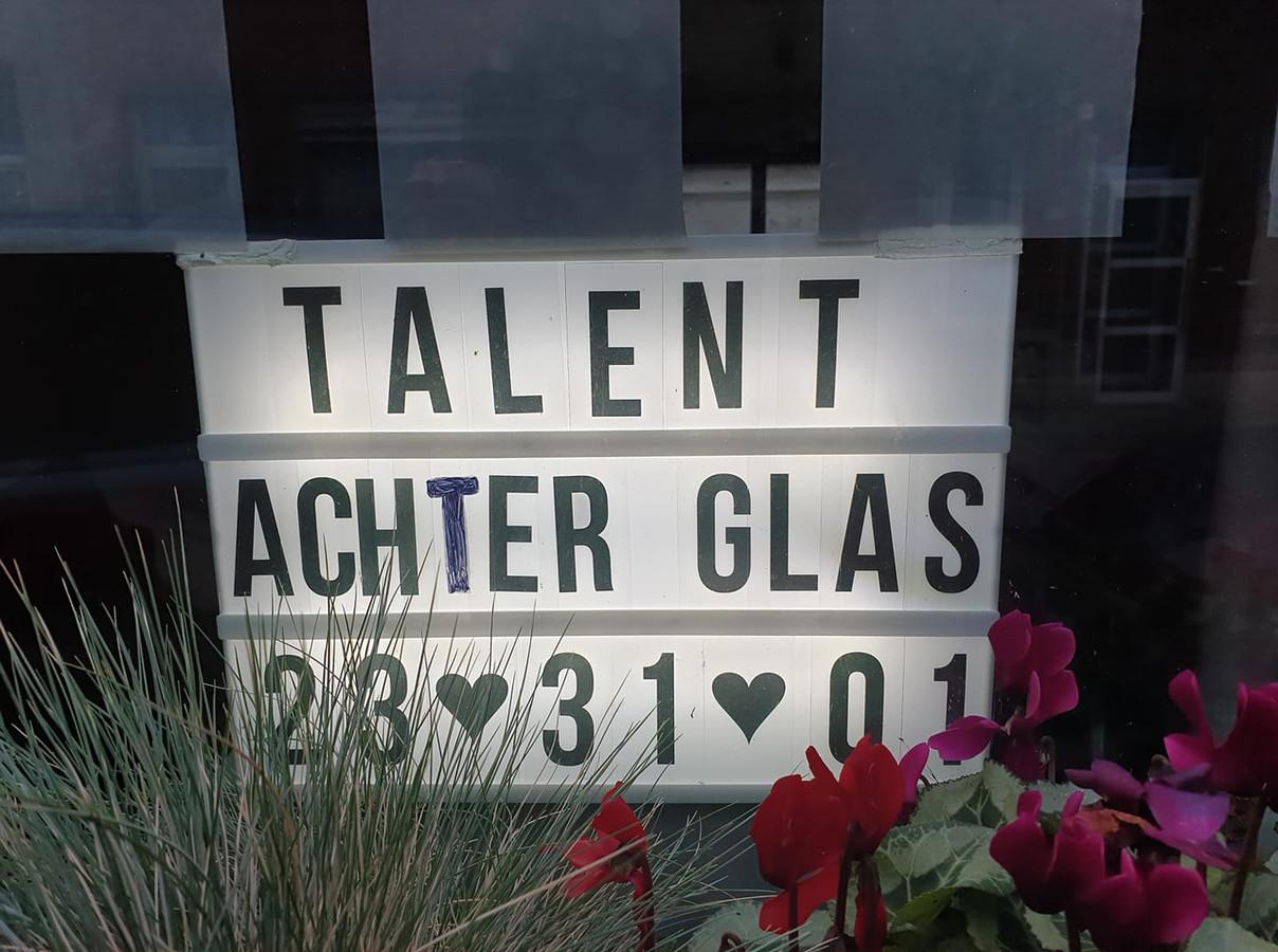 Talent achter glas.