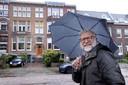 Rob Snijders aan de Heemraadsingel, waar hij geboren is in een kraamkliniek. In dat gebouw zaten tijdens de oorlog Joden ondergedoken.