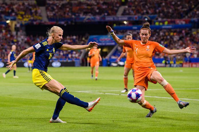 Van Dongen in duel met de Zweedse Sofia Jakobsson.